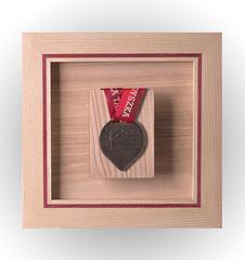 Wieszak na jeden medal, jesionowy II