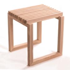 Drewniany stolik wykonany w całości z jesionu